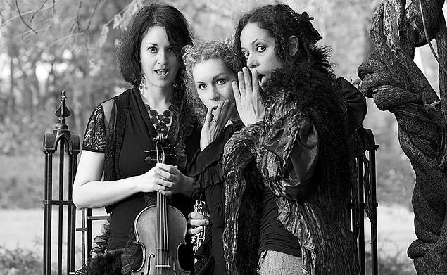 2. Lynn Bechtold, Keve Wilson and Milica Paranosic (photo credit Ian D Donald)