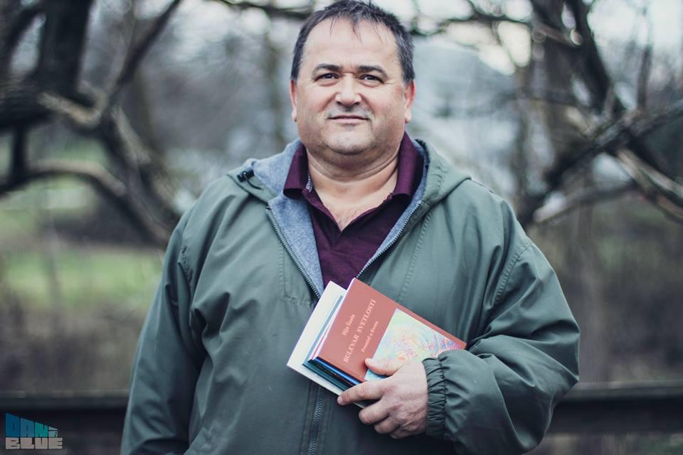 5. 1. Ilija Saula sa knjgom 'Bulevar svetlosti i ostalih pet knjiga
