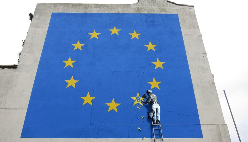 6. Banksy's Brexit mural in Dover (UK) - The worker removing the star also causes cracks to the rest of the EU symbol