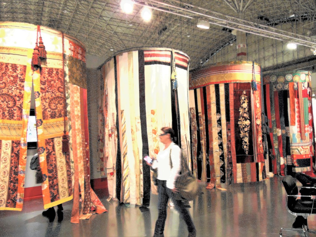 1. Galerie Gmurzynska booth with four round booths and paintings inside of each of them